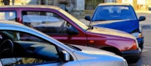 Tres Accidente de Coche: ¿Quién Paga en Sacramento?